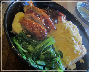 横浜中華街「金陵」にて、こちらは私の白切雞&燒鴨飯♪