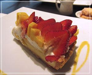 千葉そごう内「Berry cafe」にて、「いちごとマンゴーのタルト」を