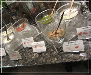 ホテル日航東京「Taronga」にて。種類豊富なソースのコーナー。