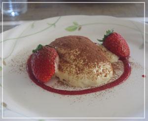 富里「Cucina Tokionese Cozima」にて、食後はティラミス
