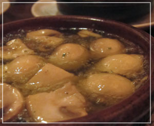 恵比寿「三郎酒場」にて、好物のアヒージョ♪