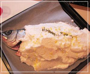 ヒラスズキのアル・サーレ。ふっくふくで美味しい焼き上がり。