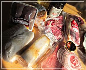 ドドーンと、肉山盛りの福袋到着~。