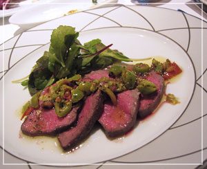 広尾アクアパッツァにて、びっくりするほど美味しいオリーブを使った和牛のロースト
