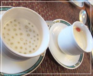 ホテルオークラ飲茶食べ放題。デザートも可愛いサイズ。