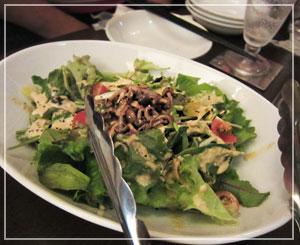 「Bar Lounge ZU-HO」にて、Zu-Hoのたっぷりサラダ。うま♪