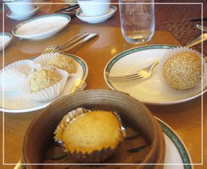 ホテルオークラ東京飲茶食べ放題、甘いお団子系いろいろ。