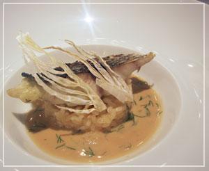 銀座「Le Chat Souriant」にて。この黒鯛がすっごく美味しかったのでした。