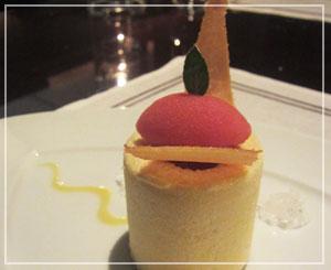 「CERISE by GORDON RAMSAY」にて、デザートはマンゴーのパルフェ。