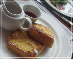 コンラッド東京の朝御飯。こちらはフレンチトースト。