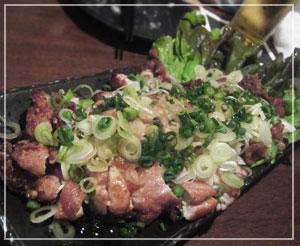稲毛「串じまん」にて、息子がほとんど食べちゃった鶏もも揚げ。