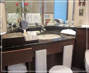 帝国ホテルのプレミアデラックス、バスルームも素敵。