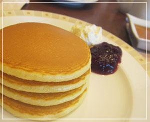 帝国ホテルのバイキング朝食、パンケーキを4段重ねにしてみました