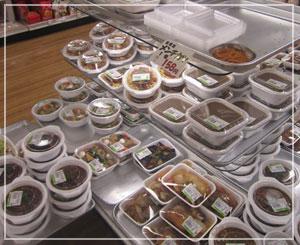 麻布十番「ナニワヤ」のお総菜売り場。どれも美味しそう♪