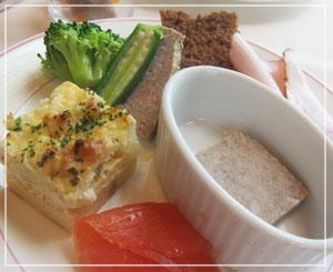 ロイヤルパーク汐留タワーのランチブッフェ、冷菜の皿~。