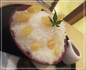 銀座「吉兆庵」にて、白桃氷。すっごい桃だ!