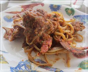 富里「Cucina Tokionese Cozima」にて、ワタリガニのリングイネ。すごい勢いで蟹!