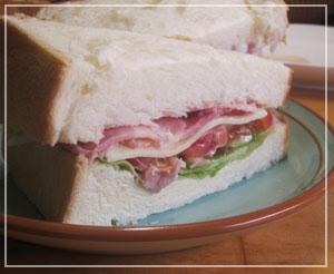がっつりサンドイッチ。