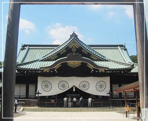 靖国神社。いつ来ても、ピシーッとした空気です。背筋が伸びちゃう。