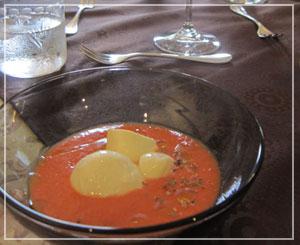 ガスパチョのソースに浮かべて、3種のボッコンチーニの食べ比べ