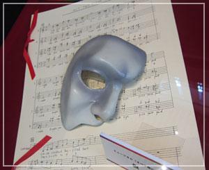 Marunouchi Bright Christmas 2012 劇団四季60周年展、仮面と楽譜