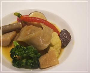 銀座「Le Chat Souriant」にて、ちょっと和風な味わいもする前菜でした。
