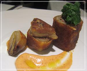 銀座「Le Chat Souriant」にて、こちらは母の皿の「豚足と鴨肉のロールガレット」。