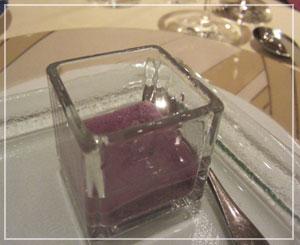 ウェスティンホテル「Victor's」にて、紫芋のムース♪