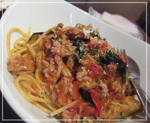 千葉「富士見バル」にて、「本日のパスタ」はサルシッチャと茄子。美味しかった……!