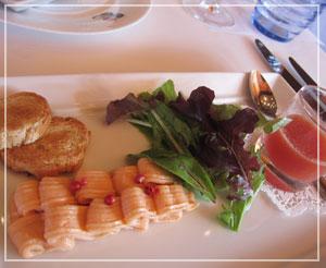 「ブラッスリー ポール・ポキューズ銀座」にて、前菜の綺麗なお皿。