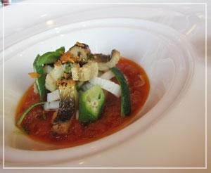 「イグレック丸の内」にて、穴子とイカの前菜。ソースがほんのり甘いのです。