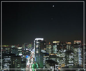 ホテルの部屋から綺麗に見えた、三日月と金星。