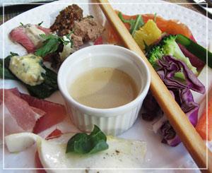 マンダリンオリエンタル東京「VENTAGLIO」にて、野菜たっぷり、冷前菜。