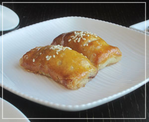 マンダリンオリエンタル東京「SENSE」にて食べ放題飲茶。不思議な風味のパイナップル入りチャーシューパイ