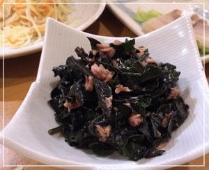 新宿「やんばる」にて、初めて食べた「はんだまツナ和え」。ちょっと粘りがあるんですね。