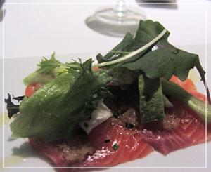 丸の内「Salt」にて、前菜は和風の味のお刺身を。
