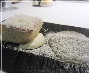 丸の内「Salt」にて、デザートは悩んだ末にパッションフルーツとココナッツの組み合わせ。