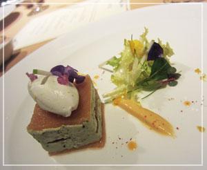 ホテルオークラ東京「La Belle Epoque」にて、蟹味濃厚な素敵な前菜。