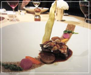 ホテルオークラ東京「La Belle Epoque」にてメインディッシュはこんな感じ。肉!