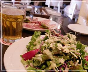 六本木「August Beer Club」にて、乾杯ビールは看板ビールの「アウグス オリジナル」で。