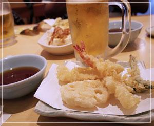 「てんや」にて、生中と天ぷら四品盛合わせ。お得♪