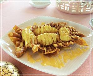 マンダリンオリエンタルホテル東京「SENSE」にて、定番メニューのマンゴー風味の揚げワンタン。おいしー♪