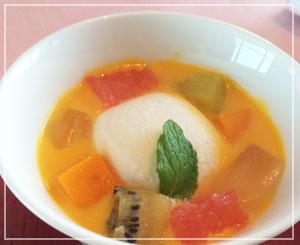 マンダリンオリエンタルホテル東京「SENSE」にて、デザートは楊枝甘露を。