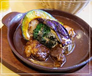 有楽町「神戸屋ダイニング」にて、ビーフシチュー。野菜ごろごろー。