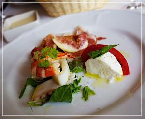 「SABATINI di Firenze 東京店」にて、前菜盛り合わせ。基本のイタリアン、という感じの組み合わせだけど、でもどれもおいしー♪