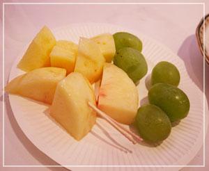 「雄町サミット」にて、岡山ブースから旬の桃とマスカットも