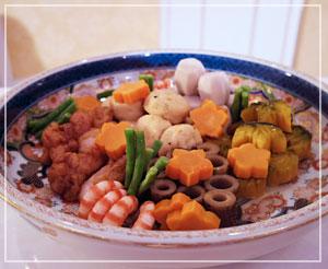 「雄町サミット」にて、ブッフェ料理の根菜と鶏、飛竜頭の炊き合わせ。きれーい♪