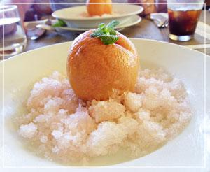 富里「Cucina Tokionese Cozima」にて、ドルチェは旬の桃、Cozima定番の丸ごとコンポートで