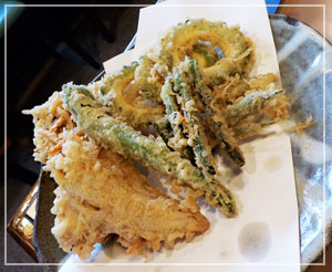 新宿「船橋屋本店」の、旬の天ぷら盛り合わせ。ゴーヤーがおいしー。