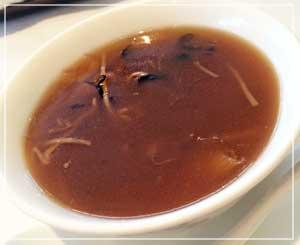 ホテルニューオータニ幕張内「大観苑」にて、ふかひれスープ♪コラーゲンたっぷりのぷるぷるスープ。